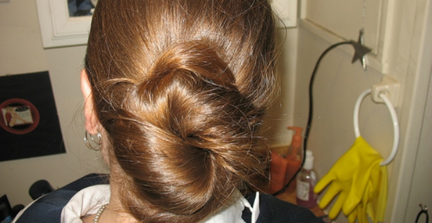 Spanish Hair Styles: Spanish Chignon Hairstyle: Flamenco Chignon, Easy Chignon Bun