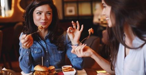 6 Restaurant Hacks to Get the Most out of Your Next Meal Out