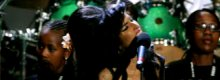 Amy Winehouse punches fan at Glastonbury