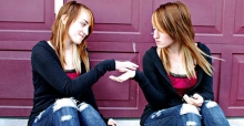 What's the difference between identical and fraternal twins?