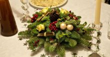 Table decoration ideas for an informal Christmas dinner