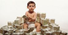 Is it good to gift money to a child in Christmas?
