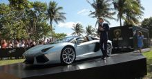 Lamborghini Aventador LP 700-4 Roadsters take Miami