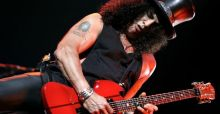 Guns N' Roses ban Slash T-shirts