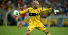 Reina moans about exile in Naples
