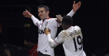 Van Persie saves Manchester United in FA Cup