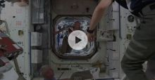 Astronauts playing football in space vídeo