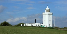 Experience the drama of the coast with lighthouse rentals in the UK